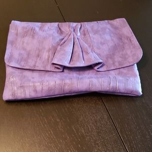 💥CLEAROUT💥💥Purple Faux Leather pleated Clutch